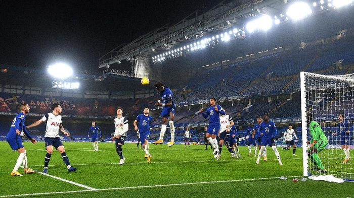 LONDON, ENGLAND - NOVEMBER 29: General view inside the stadium as Tammy Abraham of Chelsea heads the ball clear during the Premier League match between Chelsea and Tottenham Hotspur at Stamford Bridge on November 29, 2020 in London, England. Sporting stadiums around the UK remain under strict restrictions due to the Coronavirus Pandemic as Government social distancing laws prohibit fans inside venues resulting in games being played behind closed doors. (Photo by Justin Tallis - Pool/Getty Images)
