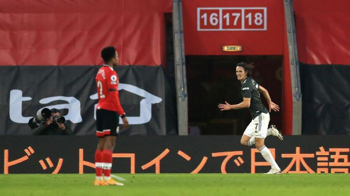 SOUTHAMPTON, ENGLAND - NOVEMBER 29: Edinson Cavani of Manchester United celebrates after scoring their sides third goal during the Premier League match between Southampton and Manchester United at St Marys Stadium on November 29, 2020 in Southampton, England. Sporting stadiums around the UK remain under strict restrictions due to the Coronavirus Pandemic as Government social distancing laws prohibit fans inside venues resulting in games being played behind closed doors. (Photo by Adam Davy - Pool/Getty Images)
