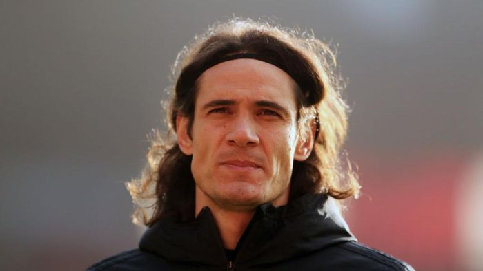 SOUTHAMPTON, ENGLAND - NOVEMBER 29: Edinson Cavani of Manchester United looks on prior to the Premier League match between Southampton and Manchester United at St Marys Stadium on November 29, 2020 in Southampton, England. Sporting stadiums around the UK remain under strict restrictions due to the Coronavirus Pandemic as Government social distancing laws prohibit fans inside venues resulting in games being played behind closed doors. (Photo by Adam Davy - Pool/Getty Images)