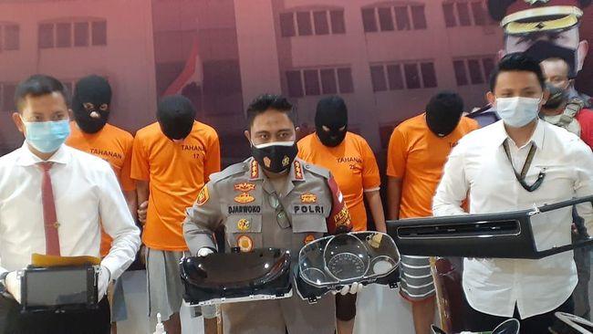 Aksi 10 Menit Komplotan Pencuri Bikin Aksesoris Mobil Mewah Raib