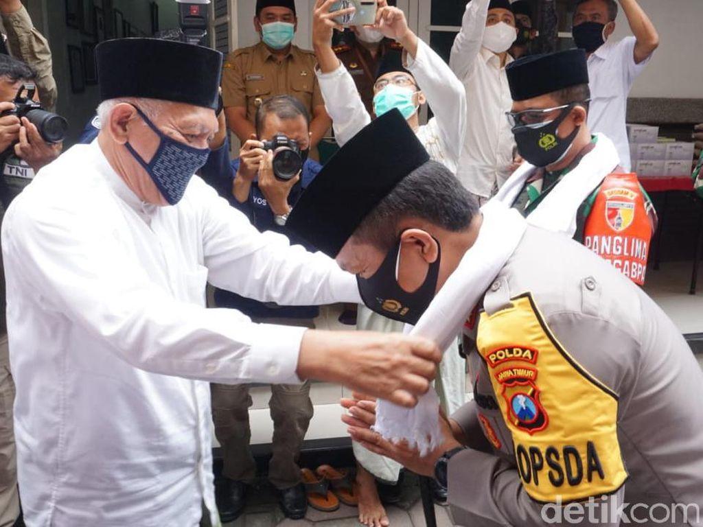 Kapolda Jatim Sowan ke 2 Ponpes di Jombang hingga Ziarahi Makam Gus Dur