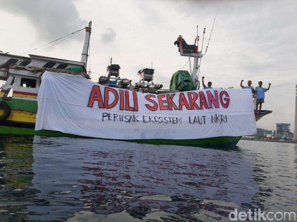 Koalisi Laut Biru Demo di Probolinggo Protes soal Tumpahan Batu Bara