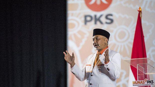 Presiden PKS Ahmad Syaikhu menyampaikan pidato politik saat Musyawarah Nasional (Munas) V PKS di Kota Baru Parahyangan, Padalarang, Kabupaten Bandung Barat, Jawa Barat, Minggu (29/11/2020). Agenda Munas V PKS membahas arah kebijakan partai lima tahun ke depan dan ikrar pengurus DPP PKS 2020-2025. ANTARA FOTO/M Agung Rajasa