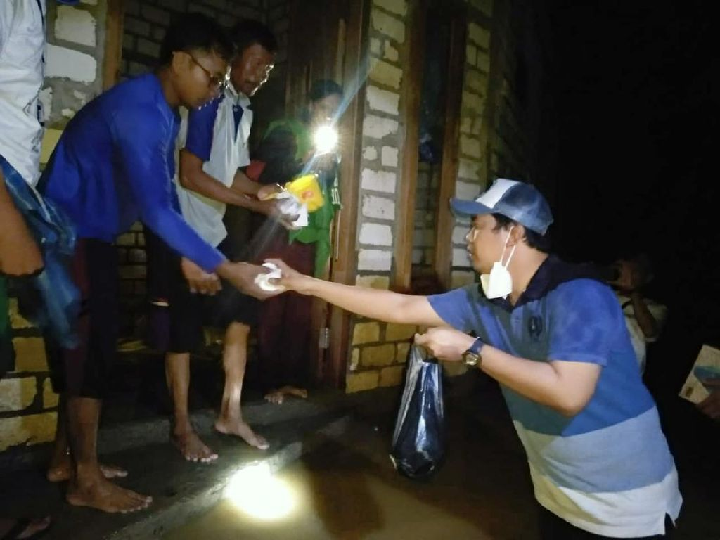 Banjir Landa Rembang, Harno-Bayu Blusukan Bantu Evakuasi Warga