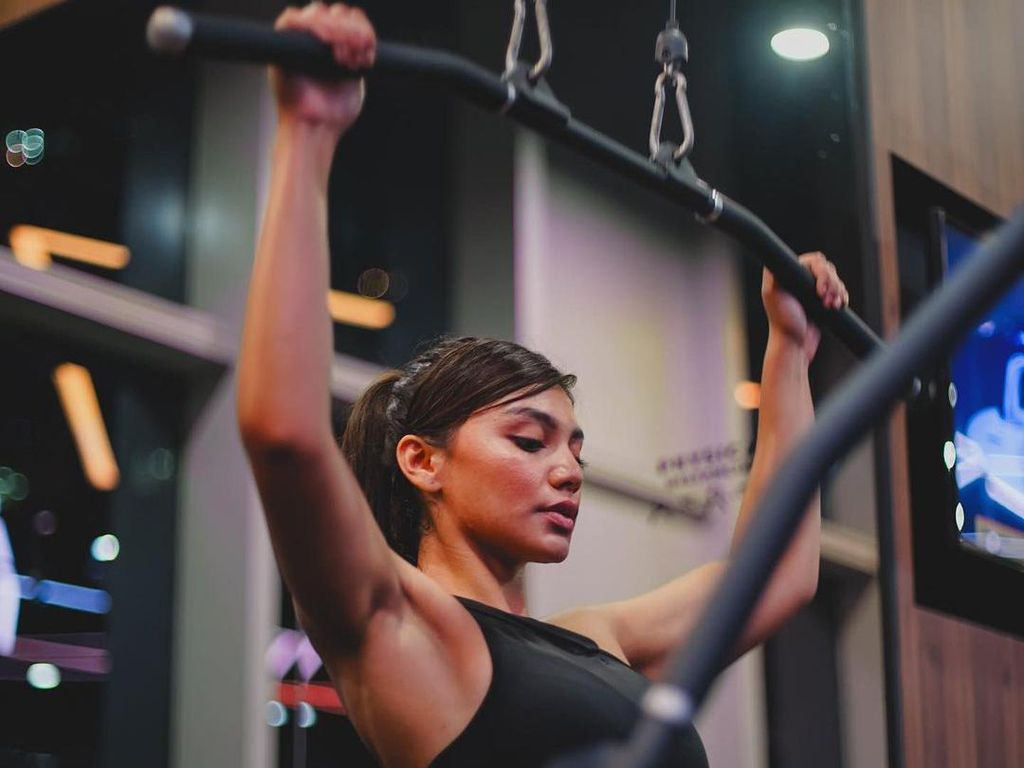 10 Potret Jihane Almira Nge-gym, Strong Girl!