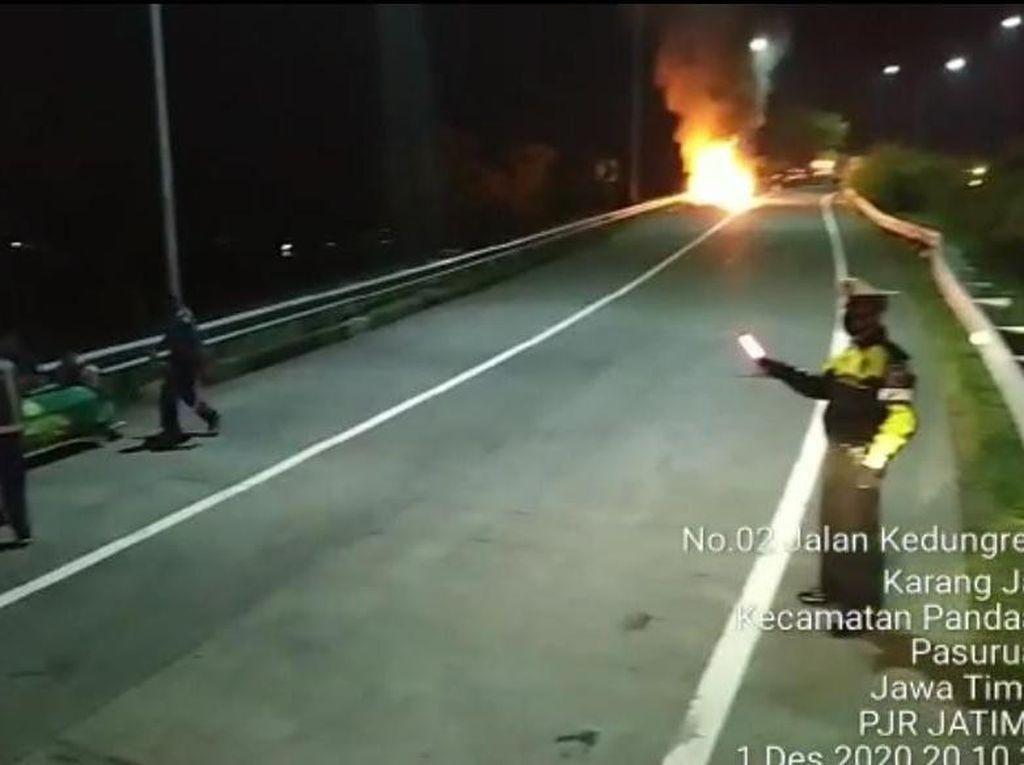 Ambulans Pembawa Jenazah Terbakar di Tol Gempol-Pandaan