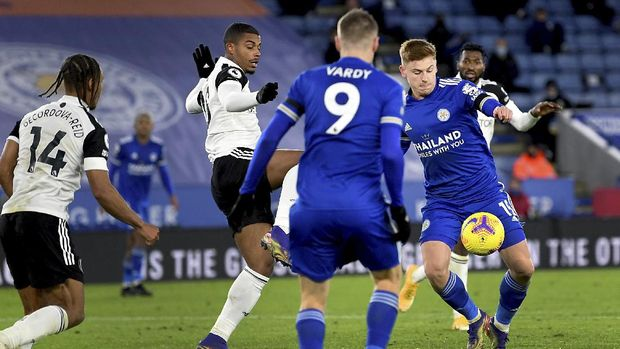 Leicester's Harvey Barnes, right, scores his side's first goal during the English Premier League soccer match between Leicester City and Fulham at the King Power Stadium in Leicester, England, Monday, Nov. 30, 2020. (Michael Regan/Pool Photo via AP)