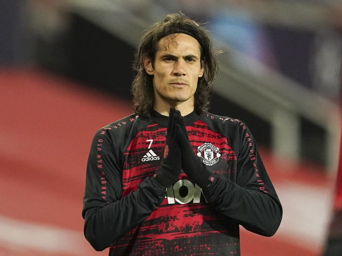 Manchester Uniteds Edinson Cavani warms up ahead of the Champions League Group H soccer match between Manchester United and Istanbul Basaksehir at Old Trafford in Manchester, England, Tuesday, Nov. 24, 2020. (AP Photo/Dave Thompson)
