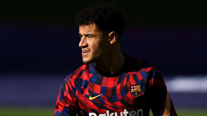BARCELONA, SPAIN - NOVEMBER 29: Philippe Coutinho of FC Barcelona looks on during the warm up prior to the La Liga Santader match between FC Barcelona and C.A. Osasuna at Camp Nou on November 29, 2020 in Barcelona, Spain. (Photo by David Ramos/Getty Images)