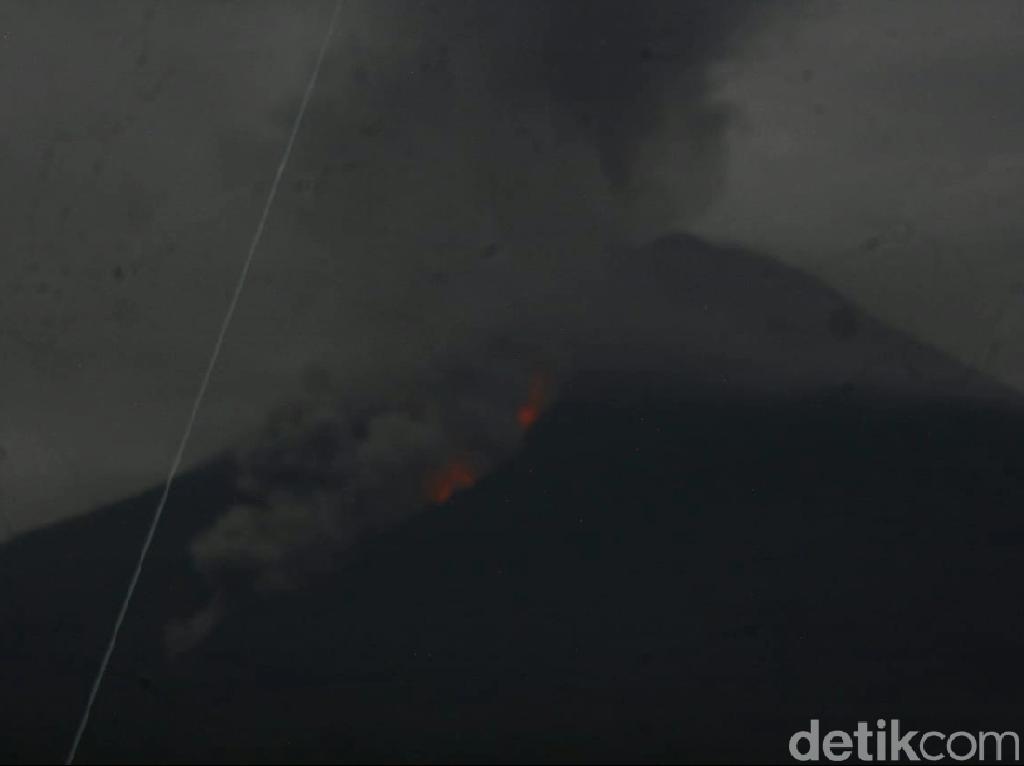 Detik-detik Gunung Semeru Meletus