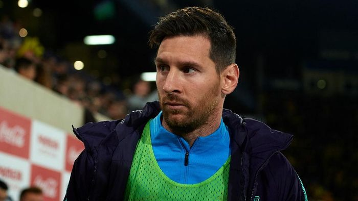 VILLAREAL, SPAIN - APRIL 02: Lionel Messi of Barcelona looks on front of the bench prior to the La Liga match between Villarreal CF and FC Barcelona at Estadio de la Ceramica on April 02, 2019 in Villareal, Spain. (Photo by Manuel Queimadelos Alonso/Getty Images)