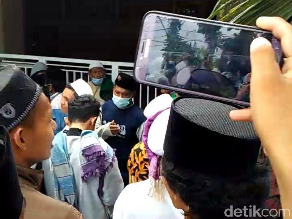 Detik-detik Mencekam Rumah Ibunda Mahfud Md Digeruduk Massa