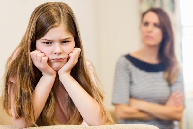 Ciri pertama toxic parent adalah tidak bisa menahan emosi
