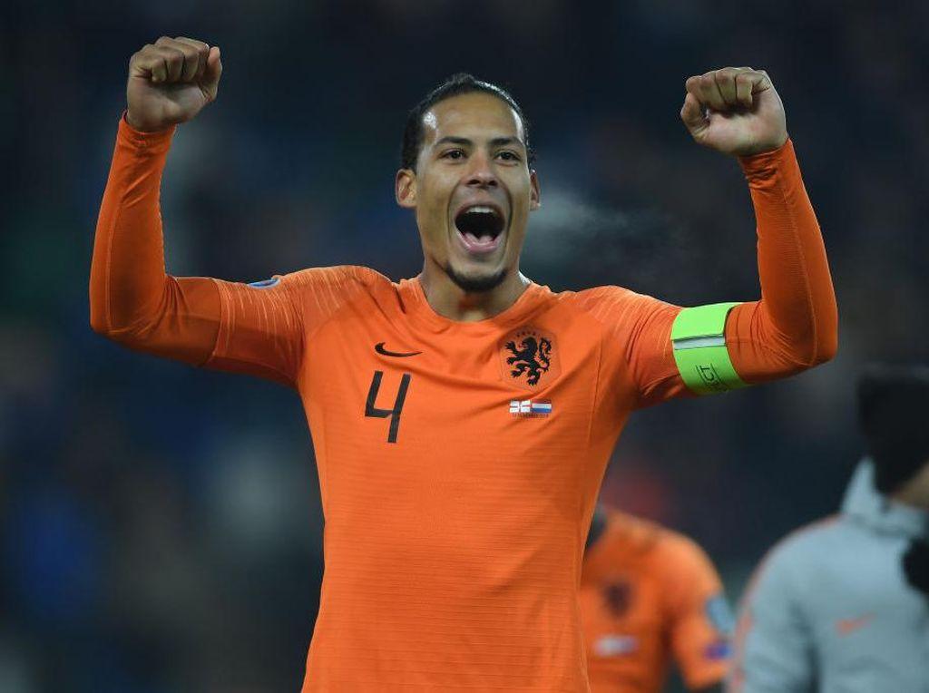 De Boer Masih Berharap Van Dijk Main di Piala Eropa