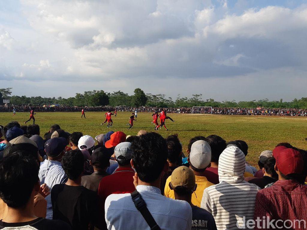 Kapolsek Ditegur Gegara Kerumunan Penonton Bola Tarkam di Serang