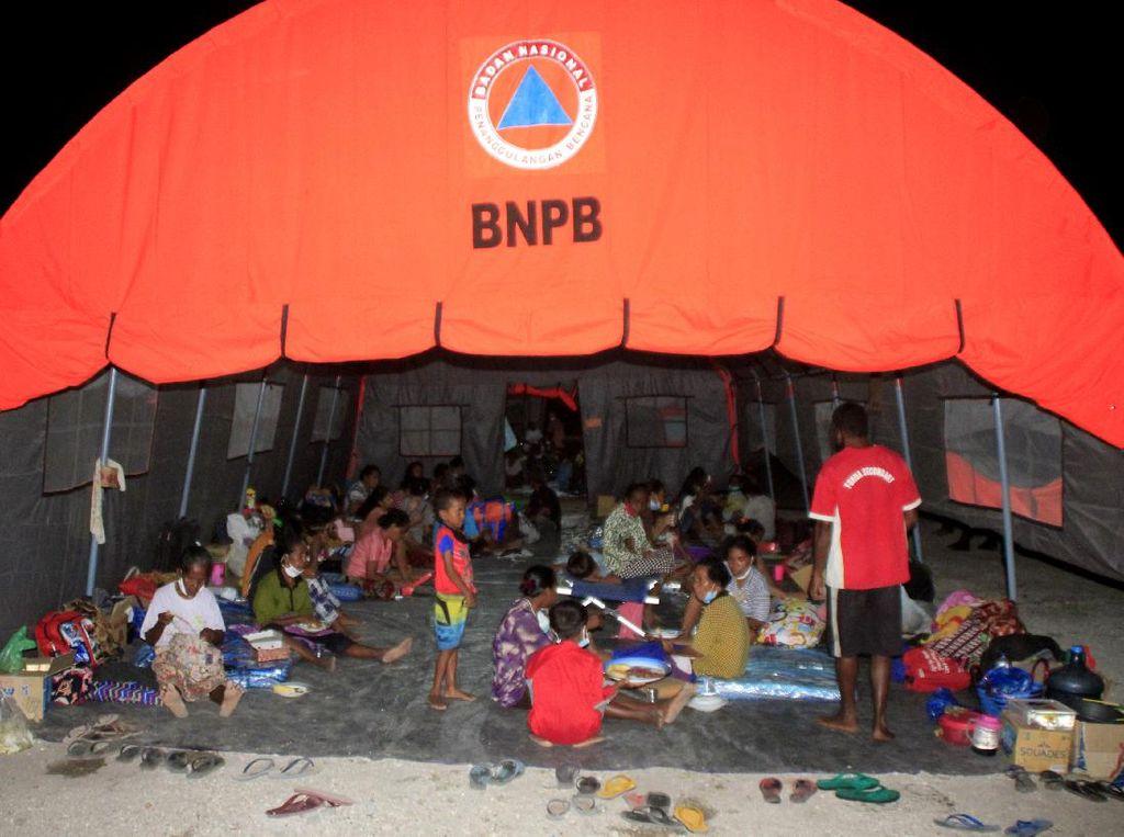 Gunung Ili Lewotolok di NTT Masih Erupsi, Hampir 8.000 Orang Mengungsi
