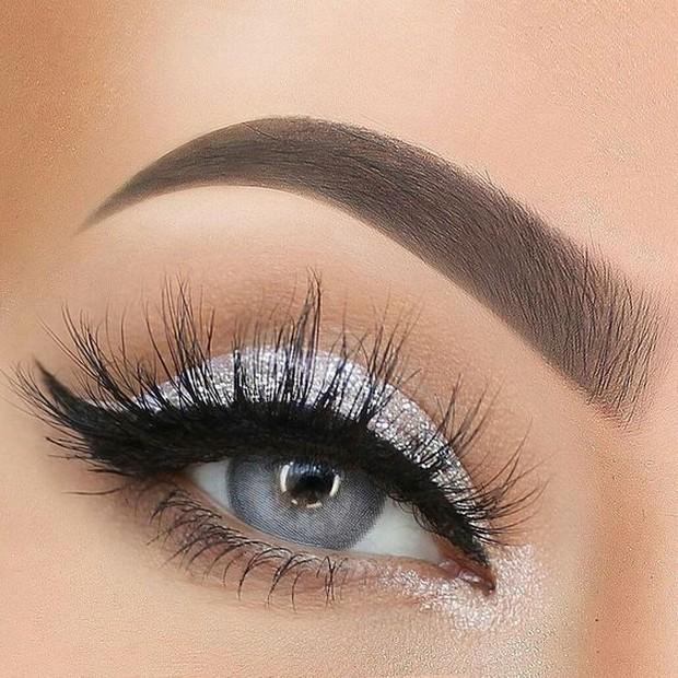Hindari memakai bulu mata yang tebal dan pilih yang tipis saja.