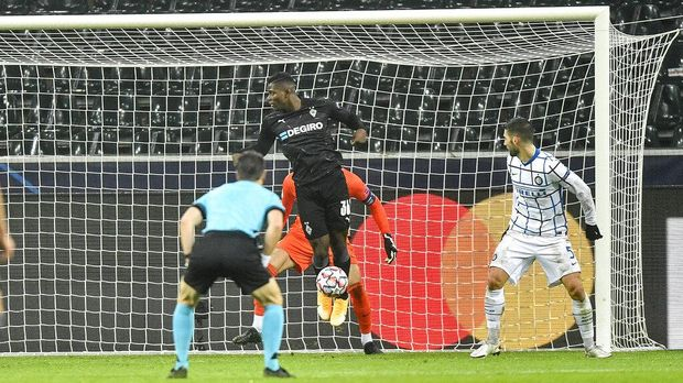 Moenchengladbach's Breel Embolo stands offside in front of Inter keeper Samir Handanovic when Borussia scored their third goal that was later cancelled during the Champions League, Group B, soccer match between Borussia Moenchengladbach and Inter Milan at the Borussia Park in Moenchengladbach, Germany, Tuesday, Dec. 1, 2020. (AP Photo/Martin Meissner)