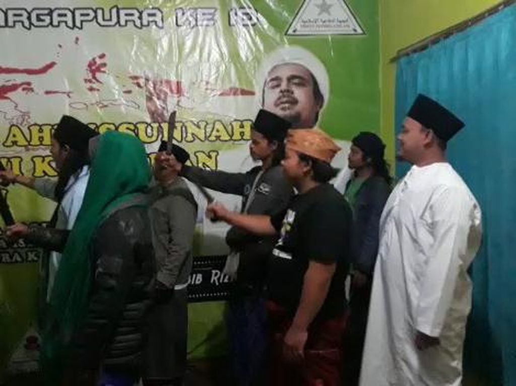 Jabar Hari Ini: Heboh Azan Ajakan Jihad di Majalengka-RK Larang Wisatawan ke Bandung