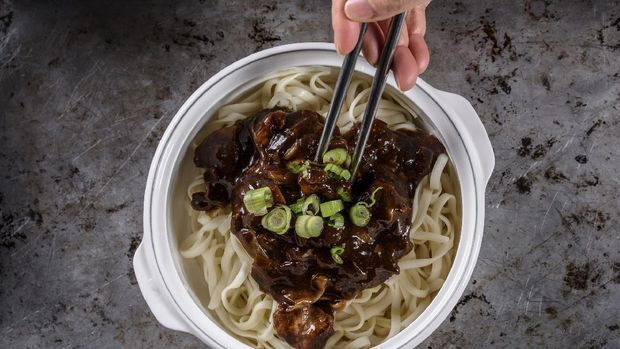 Delicious Asian Noodle with Black Bean Sauce