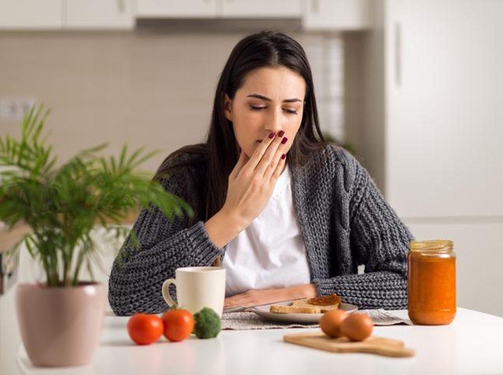 Penting! Kenali Tanda-tanda Keracunan Makanan
