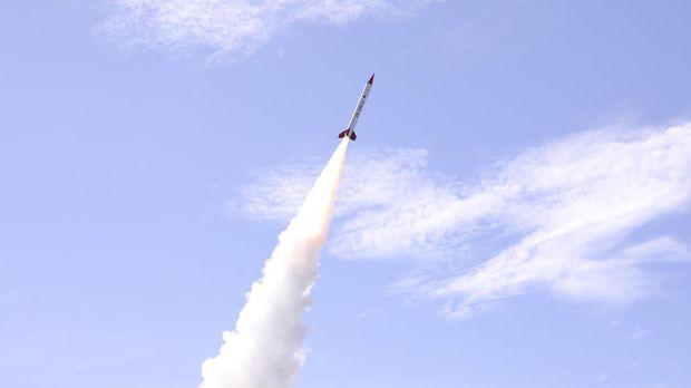 Lembaga Penerbangan dan Antariksa Nasional (LAPAN) berhasil meluncurkan roket eksperimen, RX450-5.