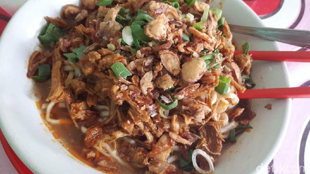 Nikmatnya Mie Ayam Kuah Rendang Racikan Mang Oyo Sejak 1983