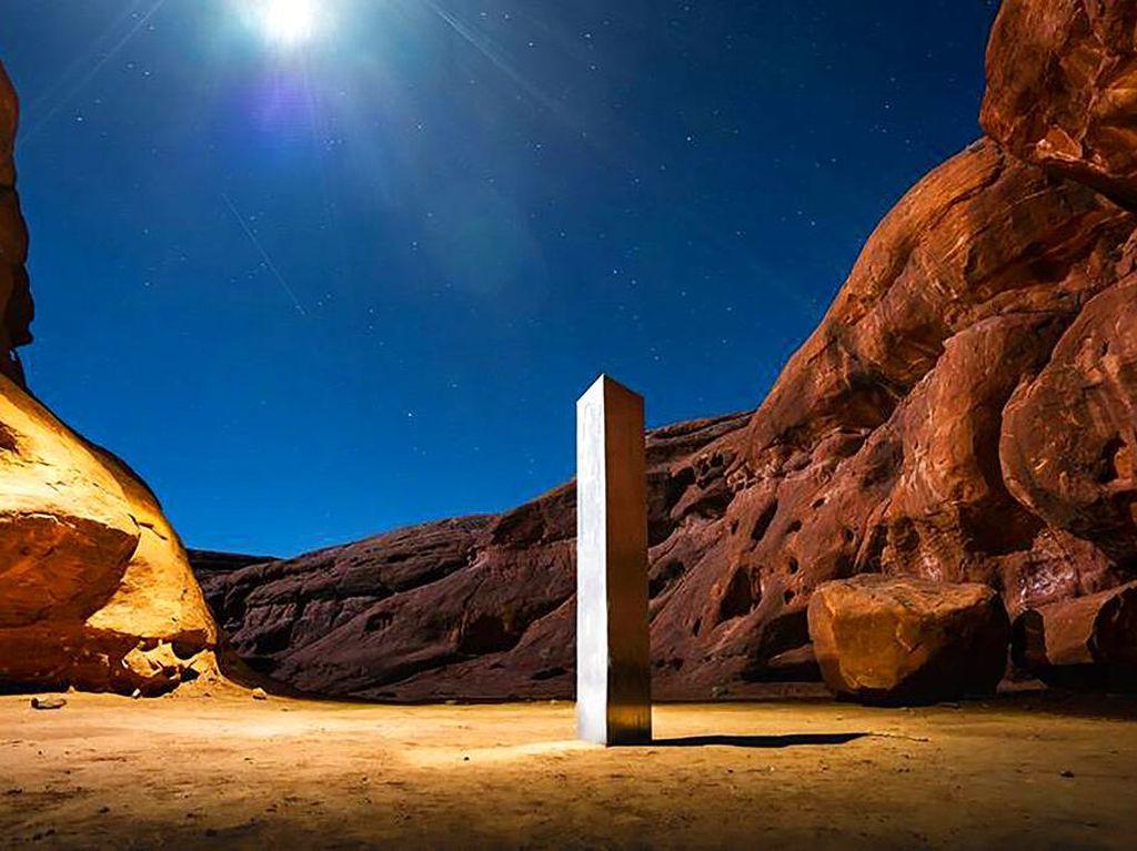 Setelah Muncul Misterius, Monolit di Utah dan Rumania Menghilang