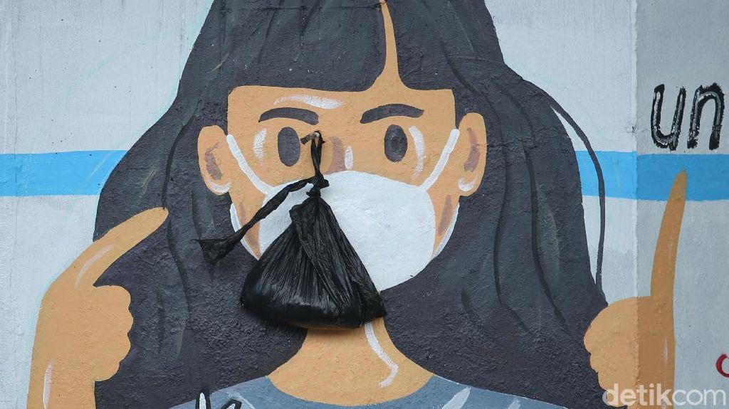 Mural Protokol Kesehatan Hiasi 100 Tiang di Jakarta Timur