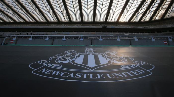 NEWCASTLE UPON TYNE, ENGLAND - JUNE 24: A view of the Newcastle United logo is seen in the stands prior to the Premier League match between Newcastle United and Aston Villa at St. James Park on June 24, 2020 in Newcastle upon Tyne, United Kingdom. (Photo by Lindsey Parnaby/Pool via Getty Images)