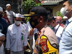 Polisi Antar Surat Panggilan ke Habib Rizieq, Dihalang-halangi Laskar