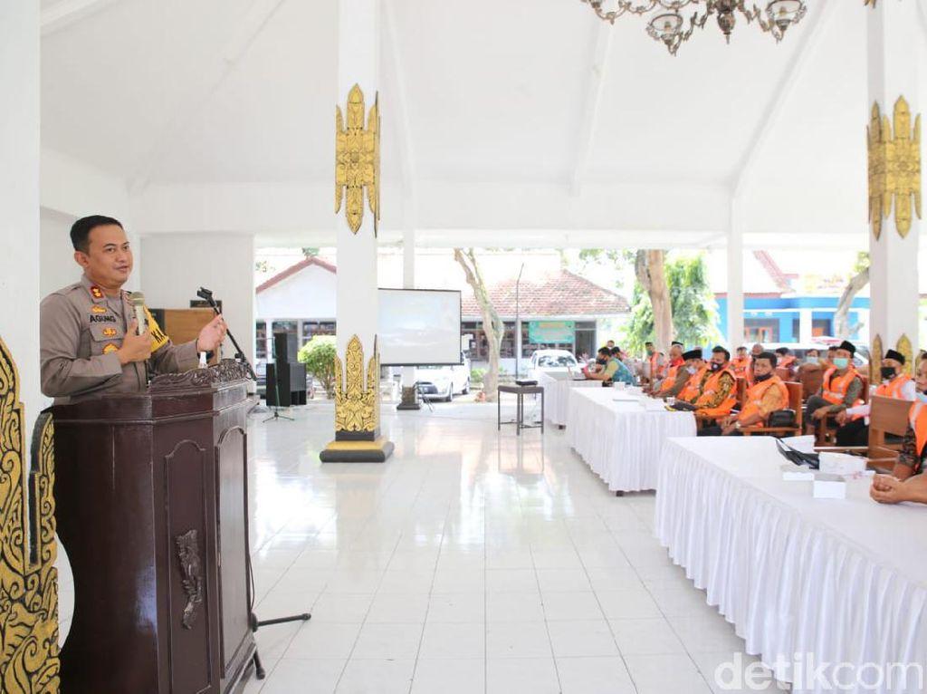 Tekan COVID-19, Polisi Gandeng Kades dan Gencarkan Patroli Prokes di Jombang