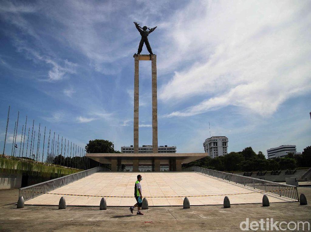 Menikmati Langit Biru Jakarta dari Kawasan Lapangan Banteng
