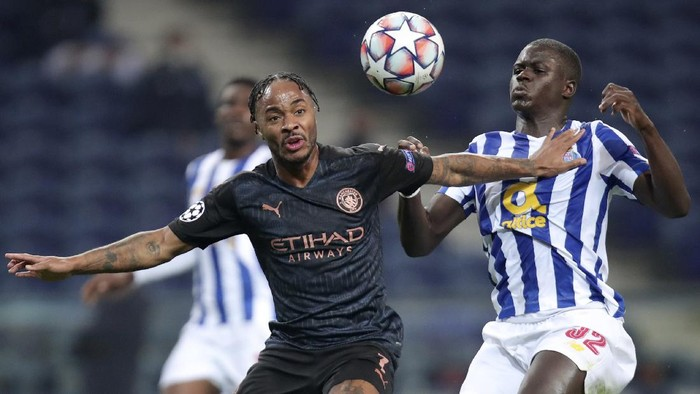 Manchester Citys Raheem Sterling vies for the ball with Portos Malang Sarr, right, during the Champions League group C soccer match between FC Porto and Manchester City at the Dragao stadium in Porto, Portugal, Tuesday, Dec. 1, 2020. (AP Photo/Luis Vieira)