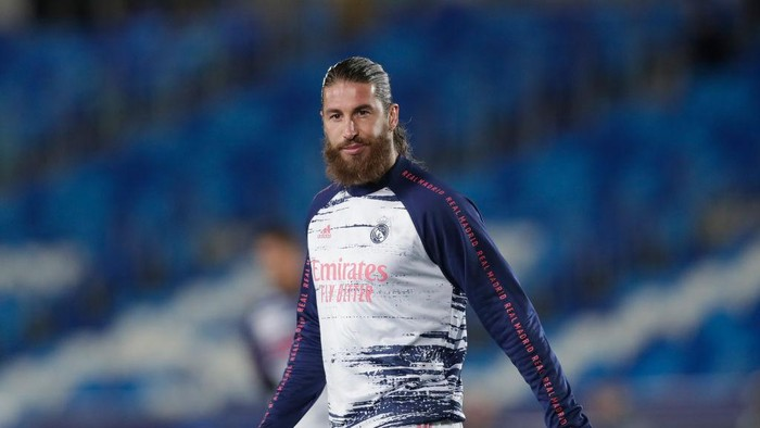 MADRID, SPAIN - NOVEMBER 03: Sergio Ramos of Real Madrid CF reacts during his warming up before the UEFA Champions League Group B stage match between Real Madrid and FC Internazionale at Estadio Santiago Bernabeu on November 03, 2020 in Madrid, Spain. (Photo by Gonzalo Arroyo Moreno/Getty Images)