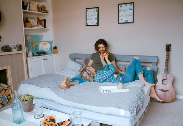 Baik itu Taurus dan Cancer akan lebih memilih malam yang tenang, mereka pun lebih menyukai makanan rumahan dan sangat mementingkan keluarga.