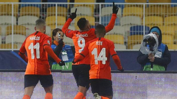 Shakhtar's Dentinho celebrates after scoring his side's opening goal during the Champions League, Group B, soccer match between Shakhtar Donetsk and Real Madrid at the Olimpiyskiy Stadium in Kyiv, Ukraine, Tuesday, Dec. 1, 2020. (AP Photo/Efrem Lukatsky)