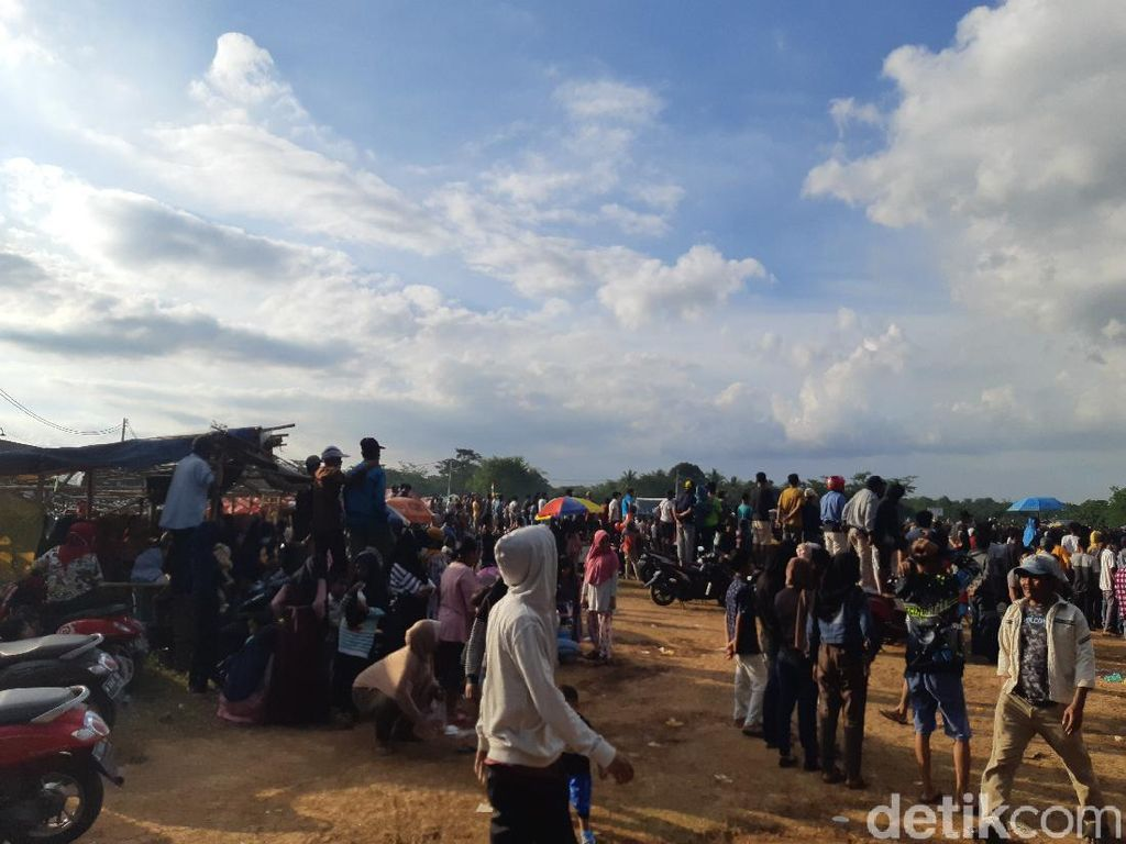 Massa Nonton Bola Tarkam di Serang Abai Prokes, Satgas: Kita Evaluasi!