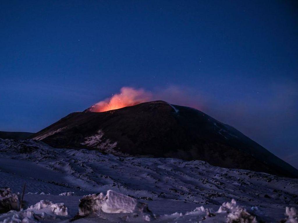 Gunung Etna di Italia Erupsi, Bandara Catania Ditutup Sementara