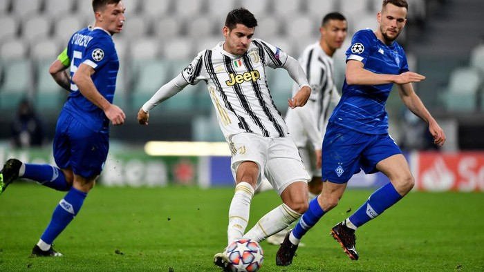 TURIN, ITALY - DECEMBER 02: Alvaro Morata of Juventus celebrates after scoring their sides third goal  during the UEFA Champions League Group G stage match between Juventus and Dynamo Kyiv at Allianz Stadium on December 02, 2020 in Turin, Italy. Sporting stadiums around Italy remain under strict restrictions due to the Coronavirus Pandemic as Government social distancing laws prohibit fans inside venues resulting in games being played behind closed doors. (Photo by Valerio Pennicino/Getty Images)