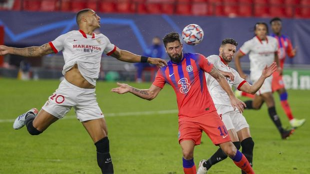 Chelsea's Olivier Giroud heads for the ball to score his side's third goal with teammates during the Champions League group E soccer match between Sevilla and Chelsea at the Ramon Sanchez Pijuan stadium in Seville, Spain, Wednesday, Dec. 2, 2020. (AP Photo/Angel Fernandez)