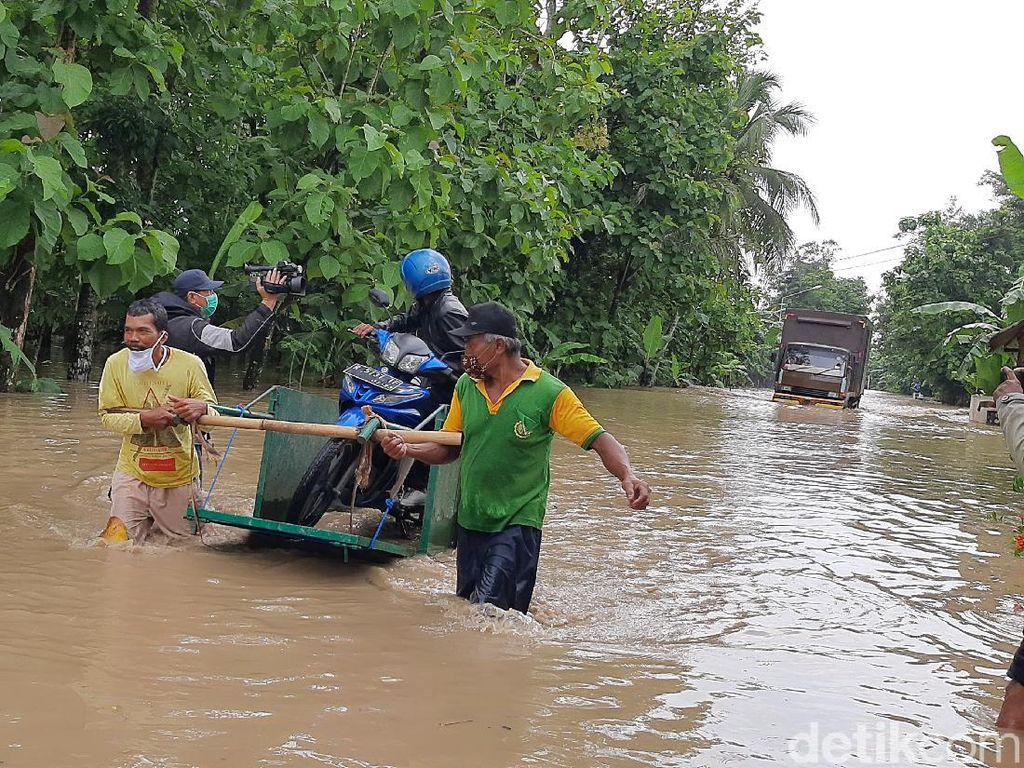 Sungai Serayu Meluap, Jalan Patikraja-Banyumas Kebanjiran