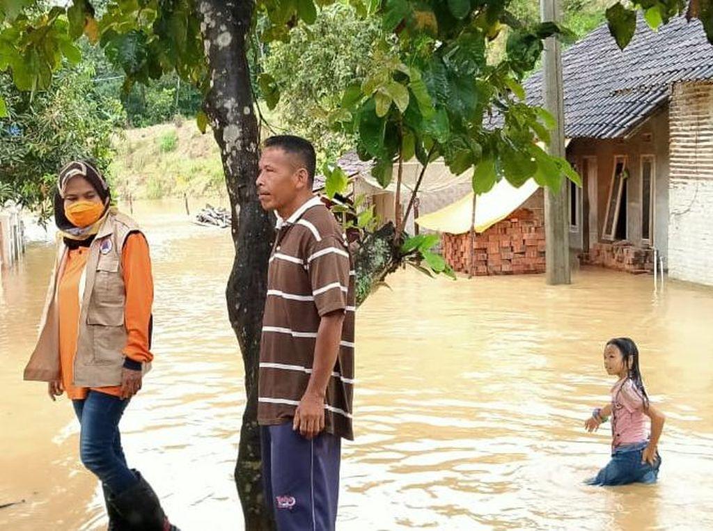 Banjir Rendam 7 Desa dan Longsor Melanda 2 Kampung di Lebak