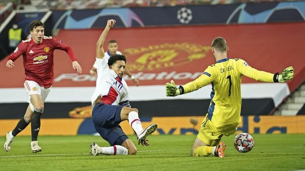 PSG's Marquinhos scores his side's second goal during a Group H Champions League soccer match between Manchester United and Paris Saint Germain at the Old Trafford stadium in Manchester, England, Wednesday, Dec. 2, 2020. (AP Photo/Dave Thompson)