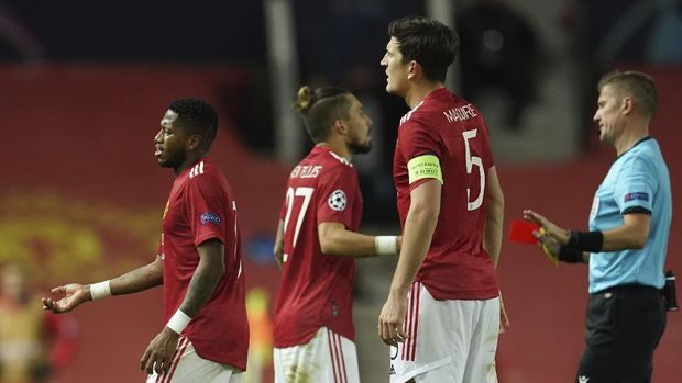 Manchester United's Fred, left, is sent off during a Group H Champions League soccer match between Manchester United and Paris Saint Germain at the Old Trafford stadium in Manchester, England, Wednesday, Dec. 2, 2020. (AP Photo/Dave Thompson)