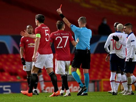 MANCHESTER, ENGLAND - DECEMBER 02: Fred of Manchester United(not pictured) is shown a red card by Match Referee Daniele Orsato during the UEFA Champions League Group H stage match between Manchester United and Paris Saint-Germain at Old Trafford on December 02, 2020 in Manchester, England. Sporting stadiums around the UK remain under strict restrictions due to the Coronavirus Pandemic as Government social distancing laws prohibit fans inside venues resulting in games being played behind closed doors. (Photo by Laurence Griffiths/Getty Images)