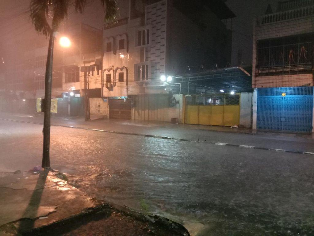 Hujan Deras di Kota Medan, Sejumlah Ruas Jalan Tergenang