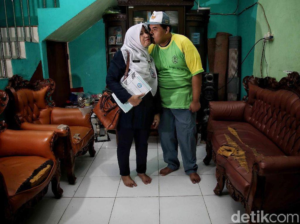 Kasih Cinta Tulus Seorang Ibu untuk Buah Hati Penyandang Autis