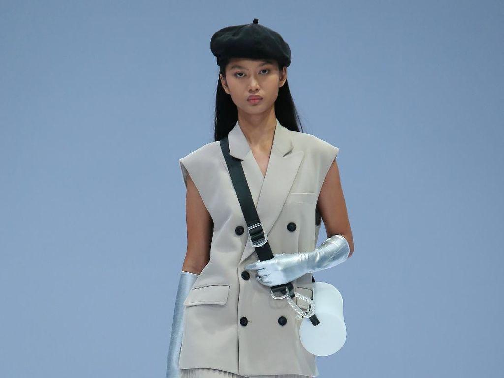 10 Inspirasi Baju Kerja dari Koleksi Rani Hatta di Jakarta Fashion Week 2021