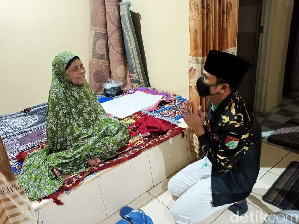 Begini Kondisi Ibunda Mahfud Md Usai Rumahnya di Pamekasan Digeruduk